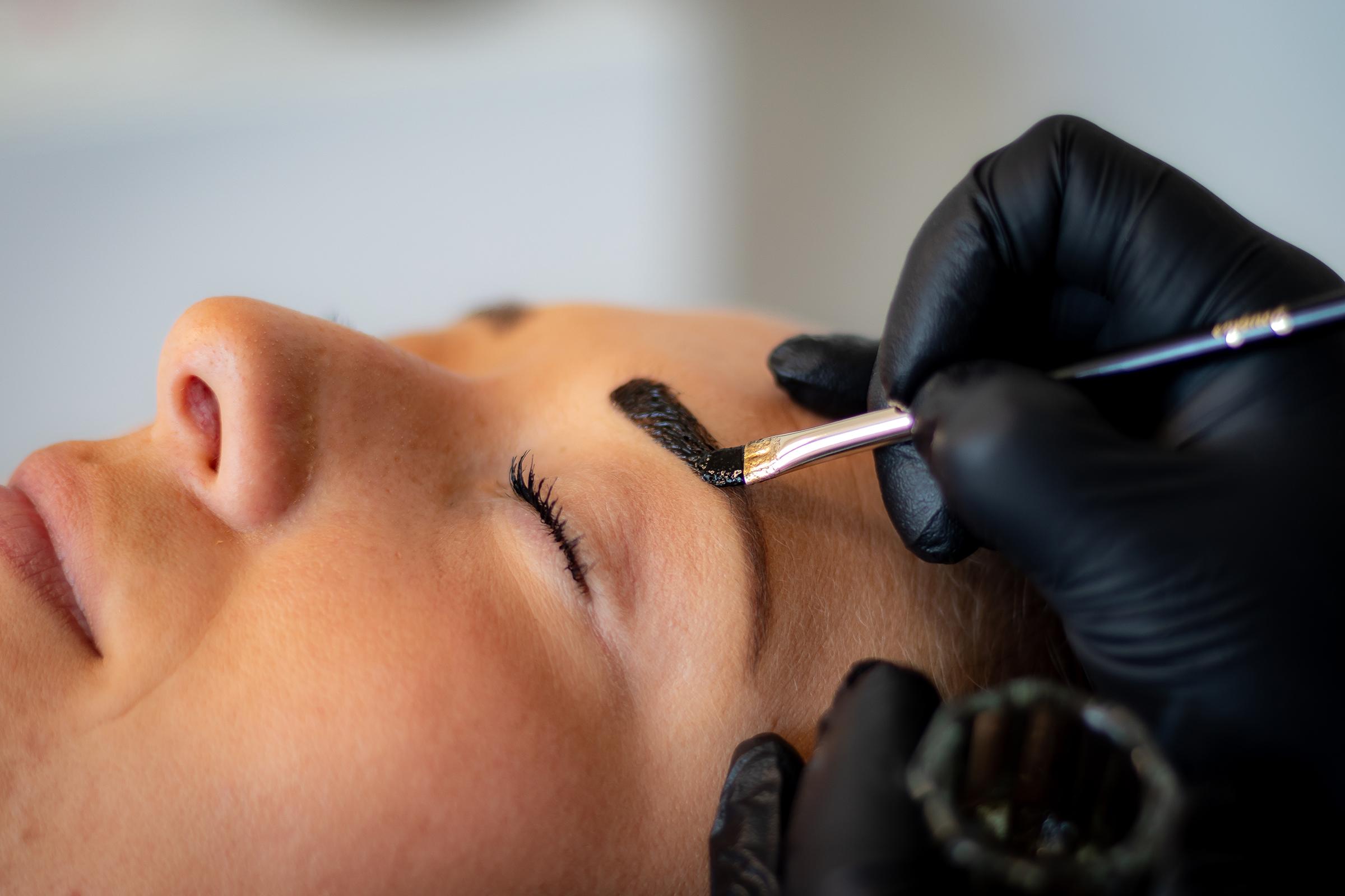 Advertentie : Henna brows nu tijdelijk €30,-